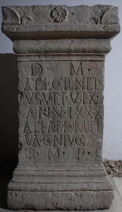 10.Monument cu inscripţie funerară, Tibiscum