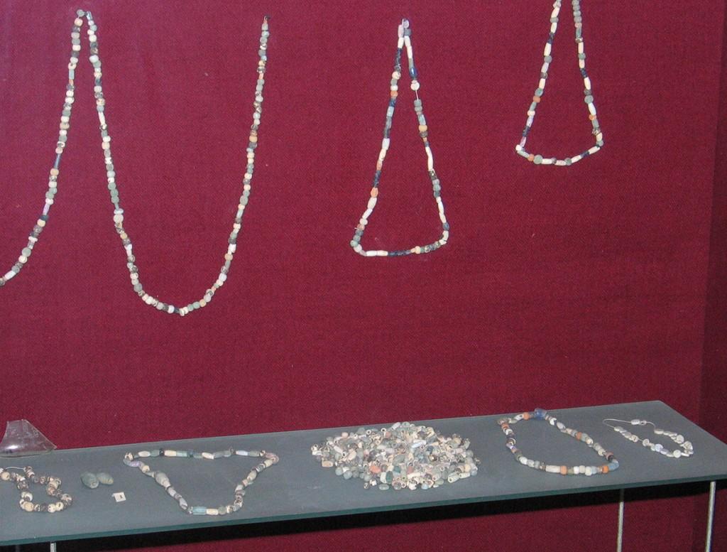 5.Mărgele de sticlă din atelierul de sticlărie, Tibiscum